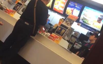 【動画】大阪のマクドナルドで客のおっさんが店員にマジギレw キレっぷりが凄いと話題にwのサムネイル画像