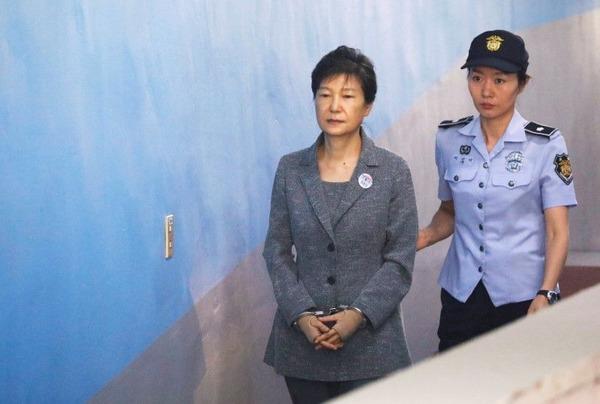 【韓国】「朴槿恵前大統領の懲役、24年は妥当か?」→ 世論調査の結果wwwwwwwwwwwwwwwのサムネイル画像