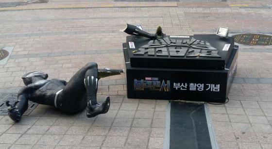 【衝撃】ディズニーが韓国に設置した「記念の彫像」の末路wwwwwwwwwwwwwwwwのサムネイル画像