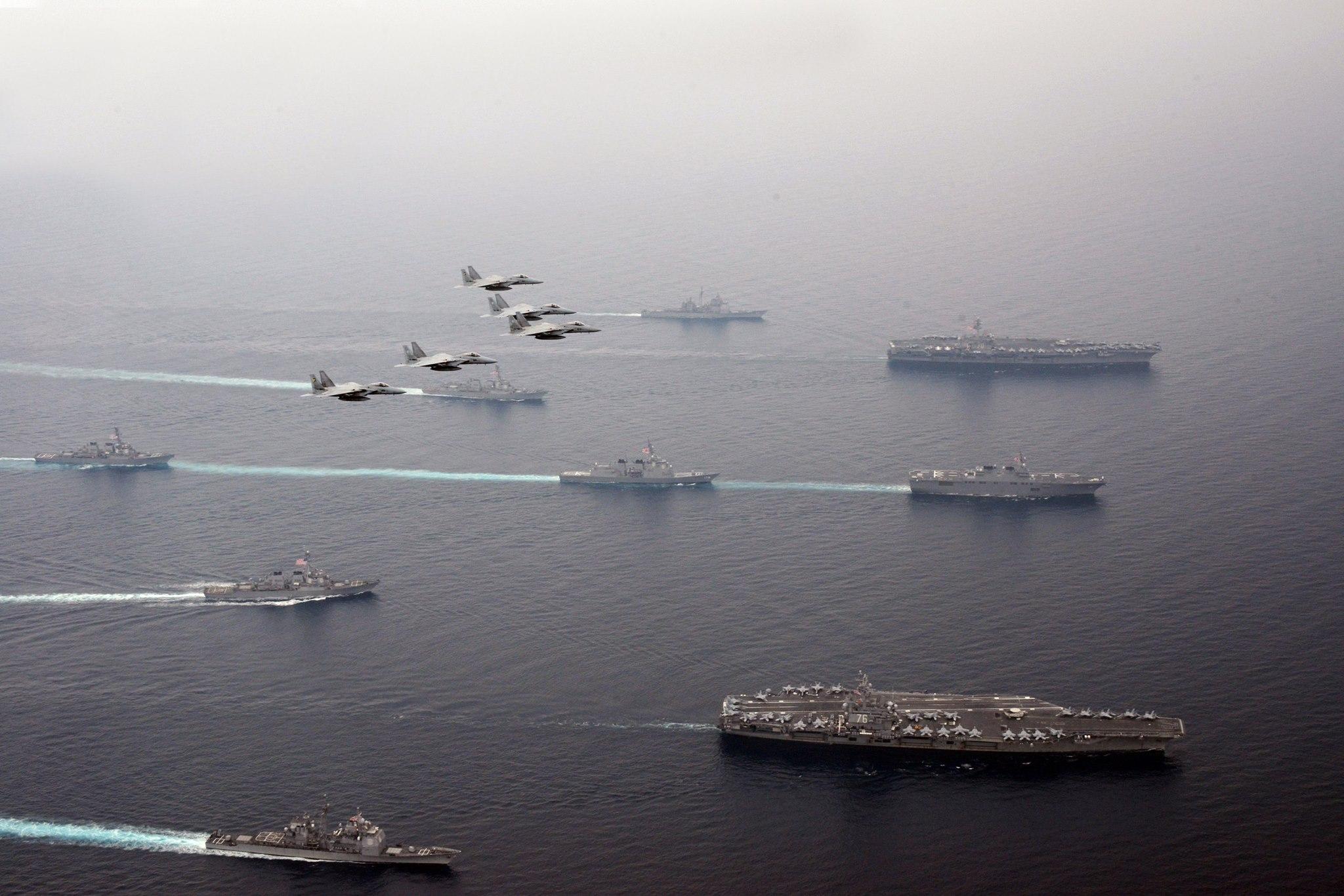 日本海で共同訓練を開始した日米連合艦隊の規模が凄いことになっててワロタwwwwwwwwwwwwwのサムネイル画像