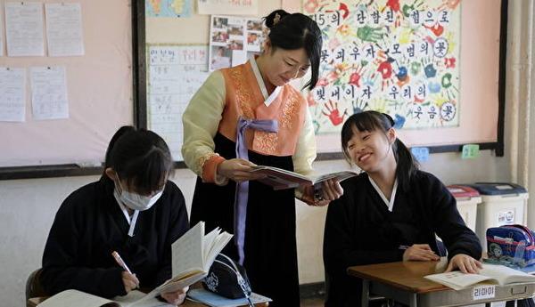 【衝撃】朝鮮学校の補助停止に「保護者」が救済申立て → 女生徒「私たちも普通に学校で生活していることを知ってほしい」のサムネイル画像