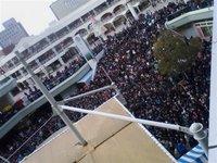 平日にもかかわらずAKB48大阪握手会にとんでもない数のヲタが殺到のサムネイル画像