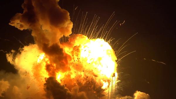 【衝撃動画】小型機が墜落しあたり一面炎に包まれるもパイロットは無傷で生還wwwwwwwwwwwwwのサムネイル画像