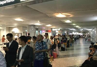 空港ゲート「すり抜け」女は罰せられないのか ネットでは厳しい批判の声があふれるのサムネイル画像
