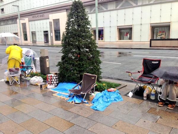 【台風18号】iPhone5sの行列をご覧ください【豪雨】のサムネイル画像