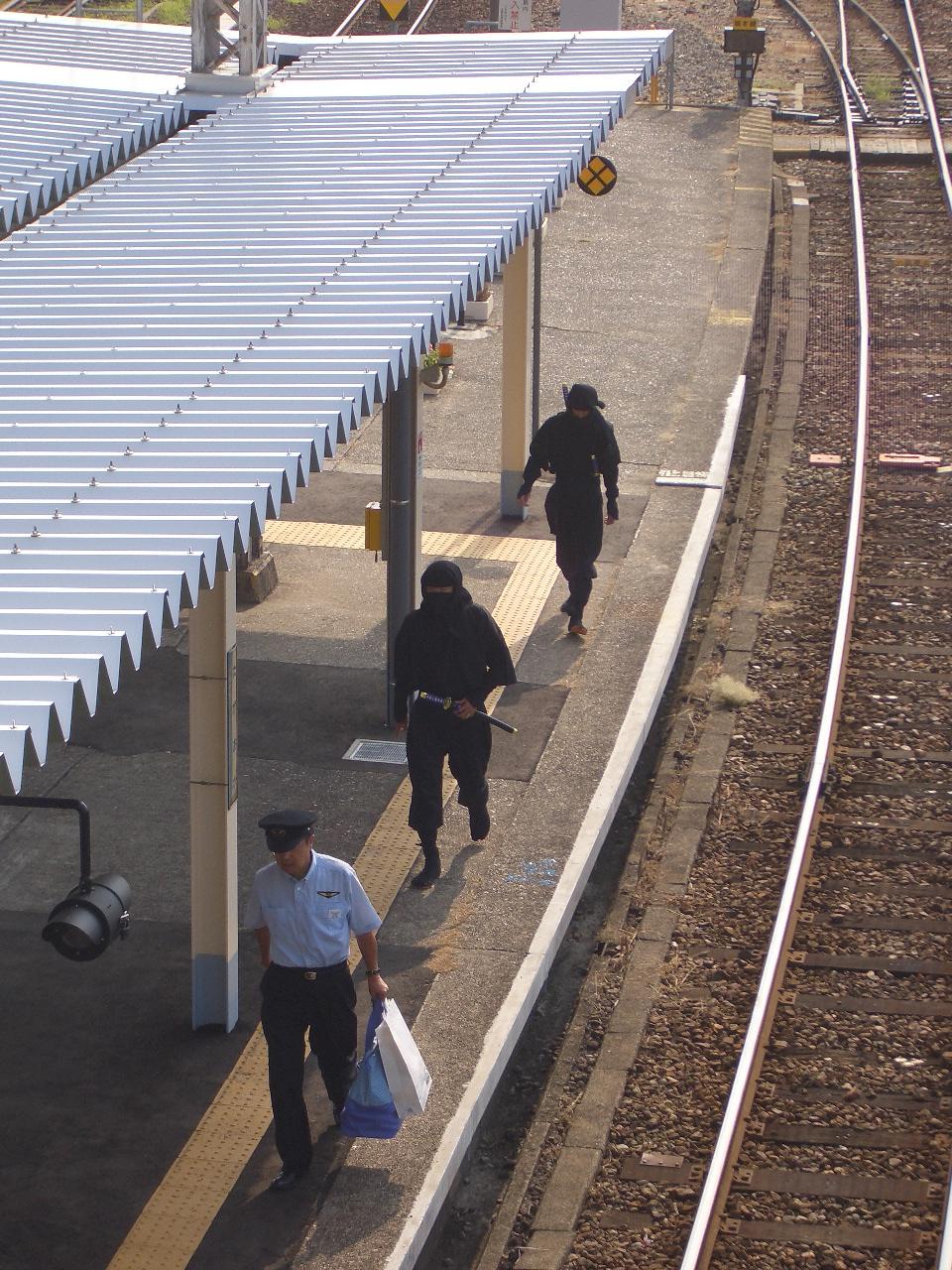 忍者ごっこしていた男(28)、自宅に幼い息子を放置していた容疑に問われるのサムネイル画像