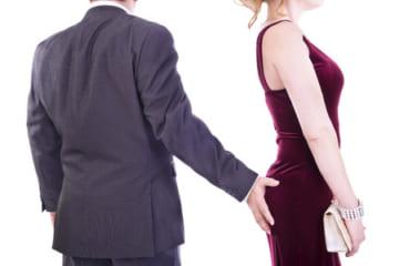 【閲覧注意】女さん、お尻を触ってきた男性を引きずり倒し、顔面を血まみれのボコボコにしてしまう・・・のサムネイル画像