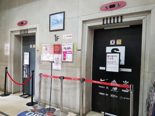 【韓国】ソウルのデパートで男性がエレベーターから出ようとしたところ急落下 → その結果・・・のサムネイル画像