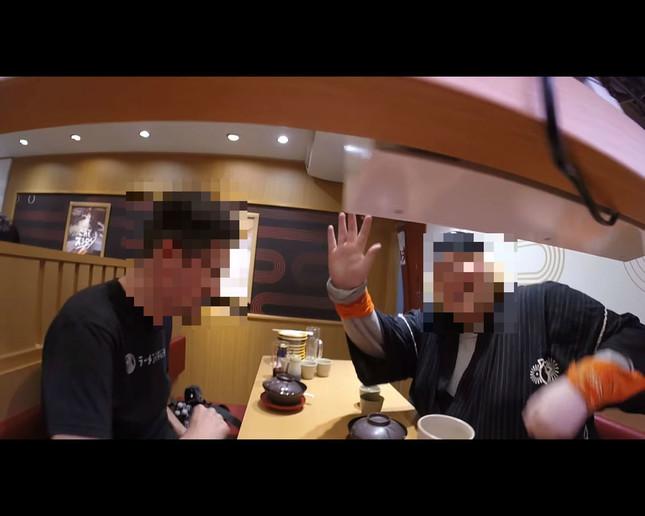 【愕然】外国人YouTuber、スシローで迷惑動画 → 批判の声殺到wwwwwwwwwwwのサムネイル画像