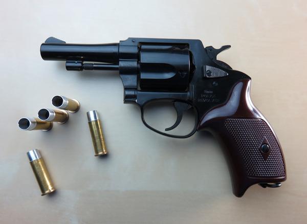 【朗報】日本の警官が拳銃発砲で、容疑者を逮捕に成功!!のサムネイル画像