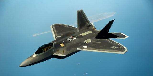 【悲報】F-22、Su-35とシリア上空で対峙して弱点発覚wwwwwwwwwwwwwwのサムネイル画像