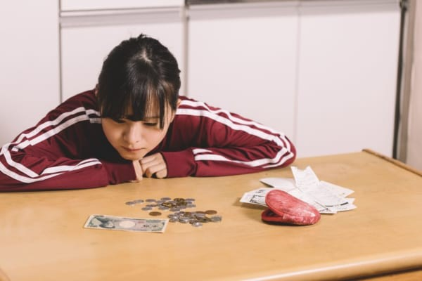 【悲報】朝日新聞「お金の若者離れ」 大学生の投書が話題にwwwwwwwwwwのサムネイル画像