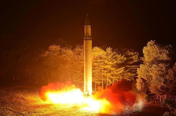 【速報】北朝鮮、ICBM級ロケットを西岸のミサイル発射施設に移動中の模様のサムネイル画像