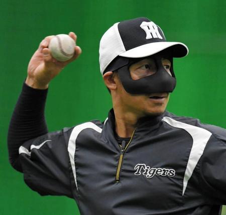【画像】頭部死球の阪神鳥谷、鼻骨骨折で痛々しい姿になるも練習に参加のサムネイル画像