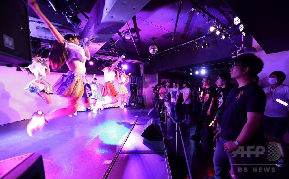 【話題】年齢1桁の少女アイドルに熱中する日本人… 外国人には「異様な光景」のサムネイル画像