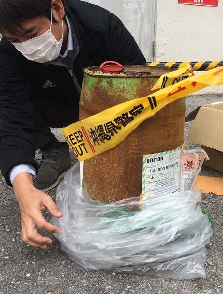 沖縄の海岸に「ドクロマークのドラム缶」が漂着する・・・のサムネイル画像