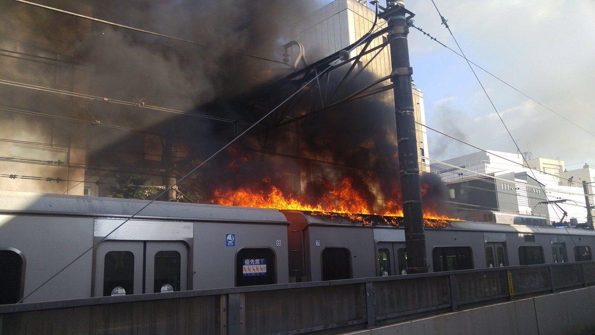 【動画速報】小田急沿線で火災発生!→乗客の乗った電車が燃える・・・のサムネイル画像