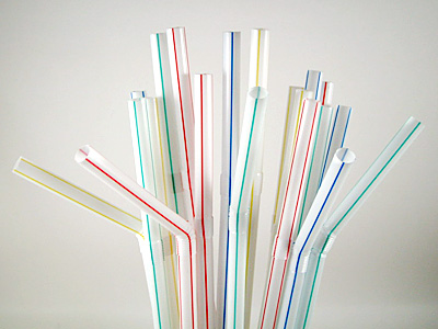 【悲報】イギリス政府、プラスチック製「ストロー」や「マドラー」の禁止を提案へwwwwwwwwwwwww のサムネイル画像