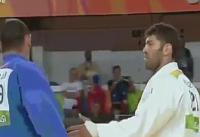 【これは厳しい】 1回戦負けし、相手選手との握手を拒んだエジプト柔道選手に超苛烈な厳罰処分wwwのサムネイル画像