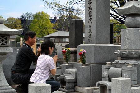 【調査】墓参りに頻繁に行っていた人ほど「既婚率が高い」ことが判明wwwwwwwwwwwのサムネイル画像
