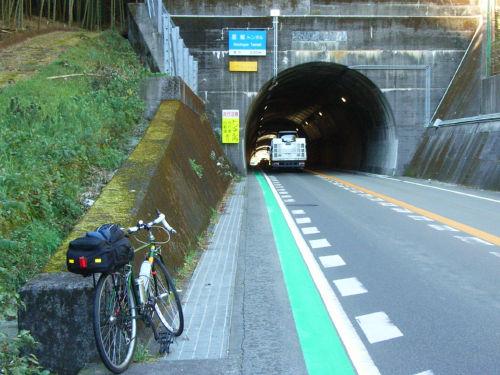 【悲報】名古屋から富山まで自転車で帰省中の大学生、トラックにはねられ死亡・・・のサムネイル画像