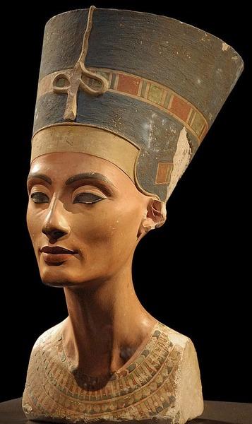 【画像】ツタンカーメンの母の顔を完璧に再現した結果w → 誰かに似てるんだが思い出せない・・・のサムネイル画像