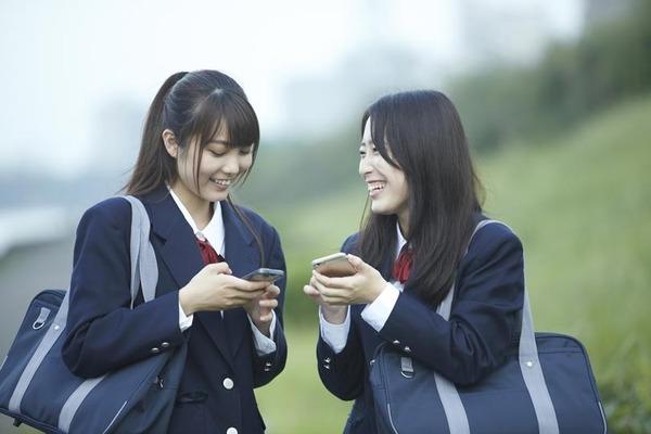 【携帯】女子中高生のスマホ調査 Androidが48.5%で優勢 iOSが43.3%、そのほか4.0%、スマホなし4.2% 7月16日~19日GMO調査のサムネイル画像
