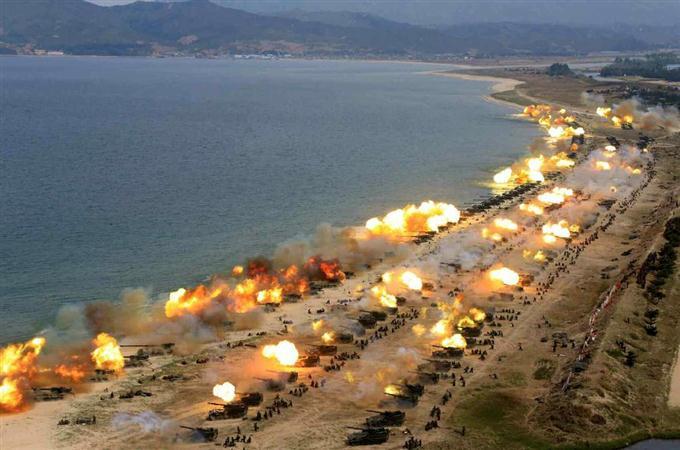 【画像】北朝鮮軍が実施した過去最大規模の「砲撃演習」の様子がこちらwwwwwwwwwwwwのサムネイル画像