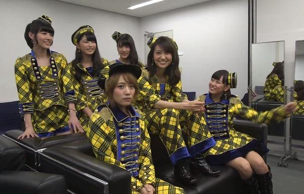 【画像あり】AKB48大島優子が靴履いたままソファーの上にあがり批判殺到のサムネイル画像