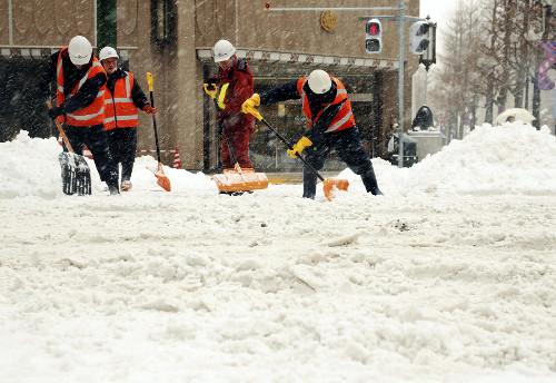 【試されすぎ大地】数年に1度の猛吹雪、契約社員平塚達稀さん(19)がドンキの駐車場で埋って死亡のサムネイル画像