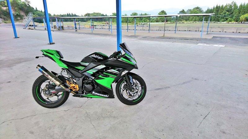 【画像】なにげなく撮ったバイクの写真が「コラにしか見えない」と話題にwwwwwwwwwwwwwのサムネイル画像