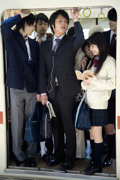 【朗報】電車で痴漢に遭いやすいポジション判明!警視庁が発表するwwwwwwwwwwwwwwwwのサムネイル画像