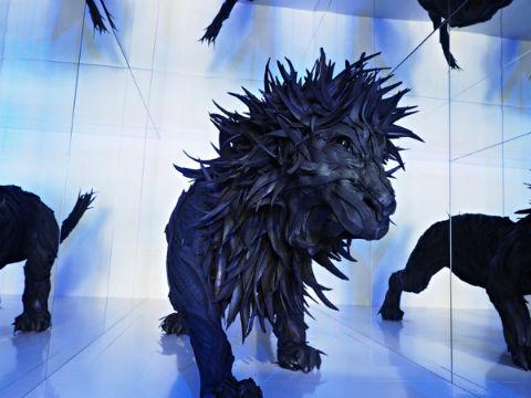 【画像】韓国人アーティストが使用済みタイヤで作ったライオンがカッコイイと話題にwwwwwwwwwwwのサムネイル画像