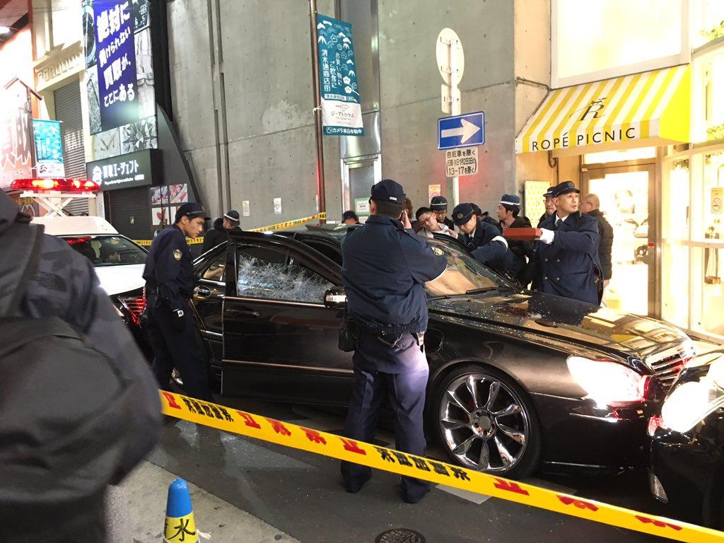 【大阪心斎橋】警察官が発砲、ベンツSL600クラス2500万円がボコボコにwwwwwwwwwwwwwwwwのサムネイル画像