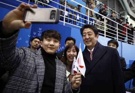 【画像】安倍首相、五輪観戦で韓国のスーパースターに!!! → 親日罪適用かwwwwwwwwwwwwwのサムネイル画像