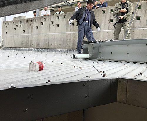 【画像】沖縄の保育園落下物 米海兵隊「所属する米軍機の部品ではない可能性が高い」のサムネイル画像