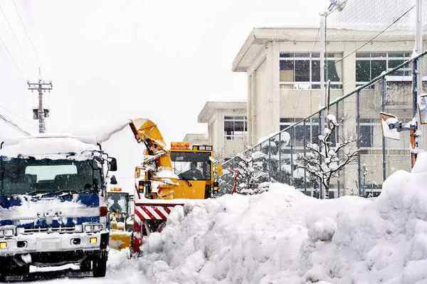 【福井県】大雪をうけ、知事が異例要請「企業は13日の操業を控えて!除雪を速やかに進めるためです!」  のサムネイル画像