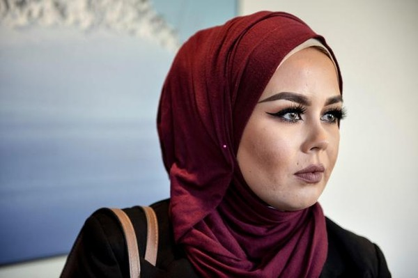 イスラム教徒「日本ではどこもヒジャーブを被っている人は雇えないと言われた。なぜ私たちを差別するの・・・ のサムネイル画像