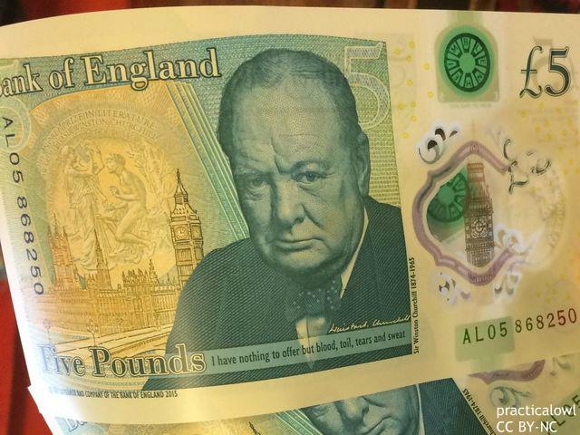 【悲報】イギリスの新紙幣、恥ずかしい文法ミスが印字されている話題にwwwwwwwwwwwwのサムネイル画像
