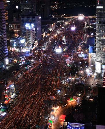 【森友文書】「ろうそくデモ」の韓国人ら、今度は安倍首相に抗議へwwwwwwwwwwwwのサムネイル画像