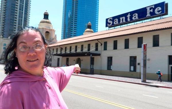 【衝撃】大好きな「駅」と結婚し、性行為をしたポニーテールの美女が話題にwwwwwwwwwwwwwwwのサムネイル画像