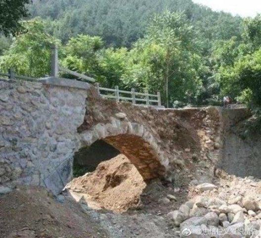 【日常】手抜き工事が原因で中国の橋が完成直後に崩壊のサムネイル画像