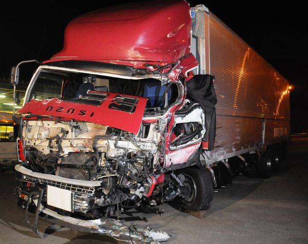 事故を起こしたトラックの会社「東西物流」社長がマイクロバス運転手を批判wwwwwwwwwwwwwのサムネイル画像