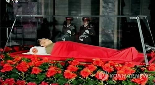 【画像あり】北朝鮮のテレビが金正日の遺体写真を放映のサムネイル画像