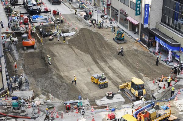 海外メディア「あの巨大な穴を1週間で修復するとか、日本人やべえ」→ 博多駅前の陥没事故への対応を称賛wwwwwwwwwwwwのサムネイル画像