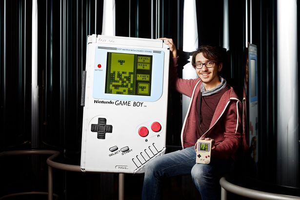 【衝撃】巨大なゲームボーイを制作しギネス認定、模型ではなく実際に動作可能wwwwwwwwwwwwのサムネイル画像