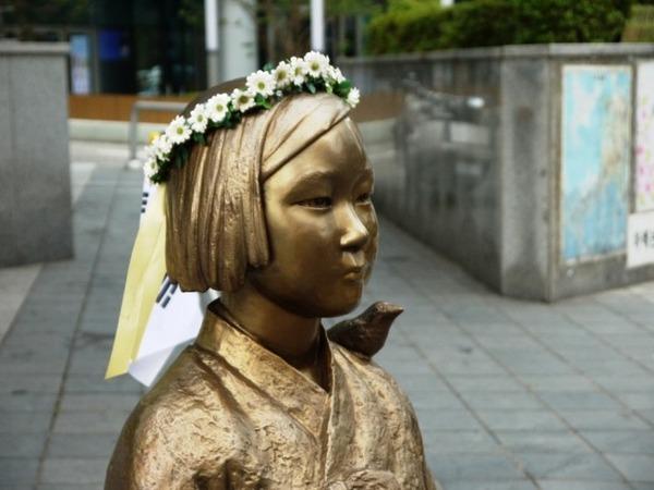 【朗報】ついに断交? 文大統領「日本が謝罪しなければ日韓関係は壊れてしまう」のサムネイル画像