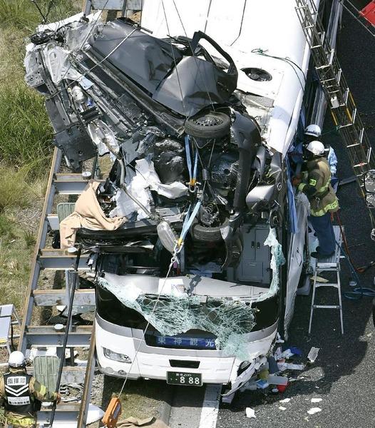 【動画】空を飛ぶ車!東名高速バス事故のドライブレコーダーが公開される! のサムネイル画像