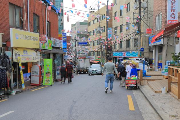 【韓国】〈イスラム教徒差別〉女性のヒジャブを剥ぎ取ったり、悪ふざけで豚肉料理を出す店ものサムネイル画像
