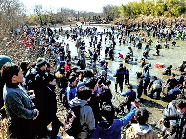 【悲報】人気番組「池の水ぜんぶ抜く」、生態系を破壊してしまうのサムネイル画像